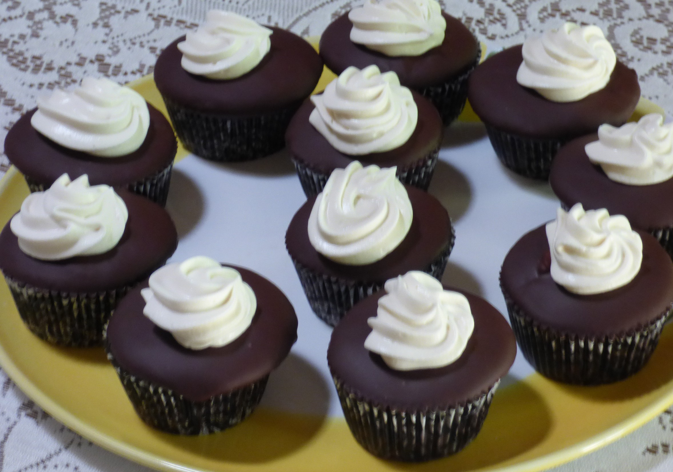 Chocolate Cup Cakes | Pie a Day Give Away